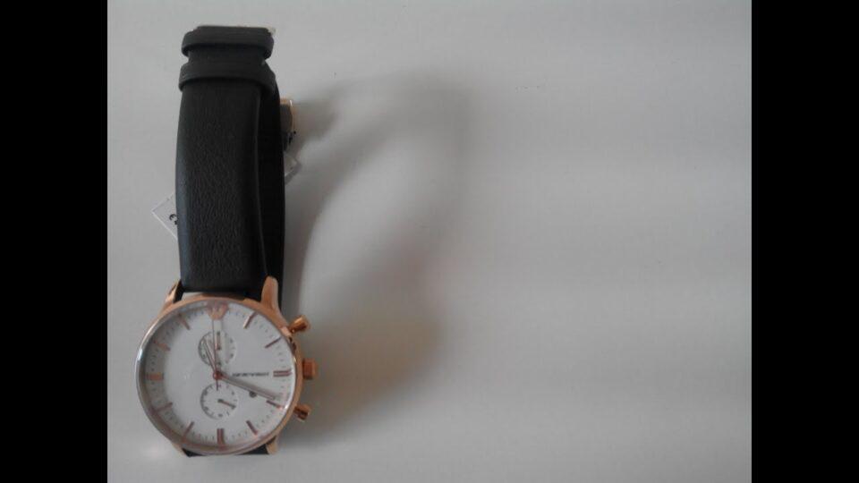 Cronografo Emporio Armani con cinturino pelle nappa che lo distingue