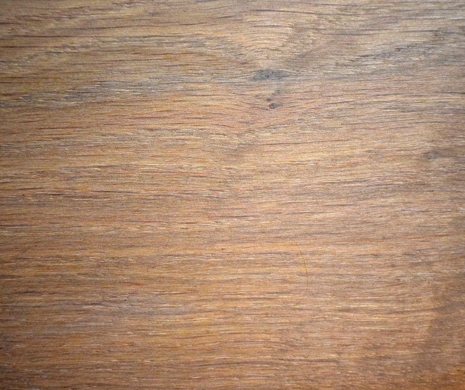 Foto del particolare del legno dei mobili Le Fablier presenti a Roma durante il Moacasa